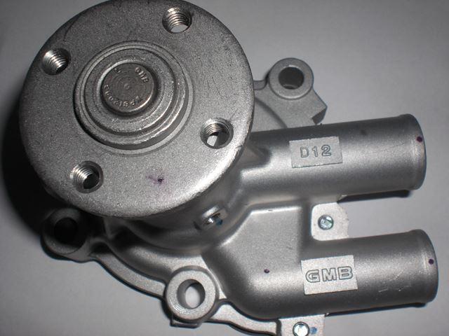 ハイゼットS38 ウォーターポンプ新品1.JPG