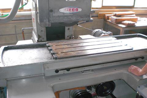 研磨機修理 テーブル取り付け.JPG